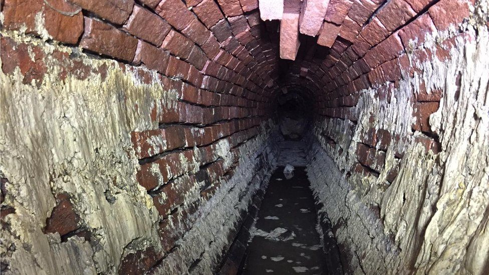 The tunnel with the fat removed