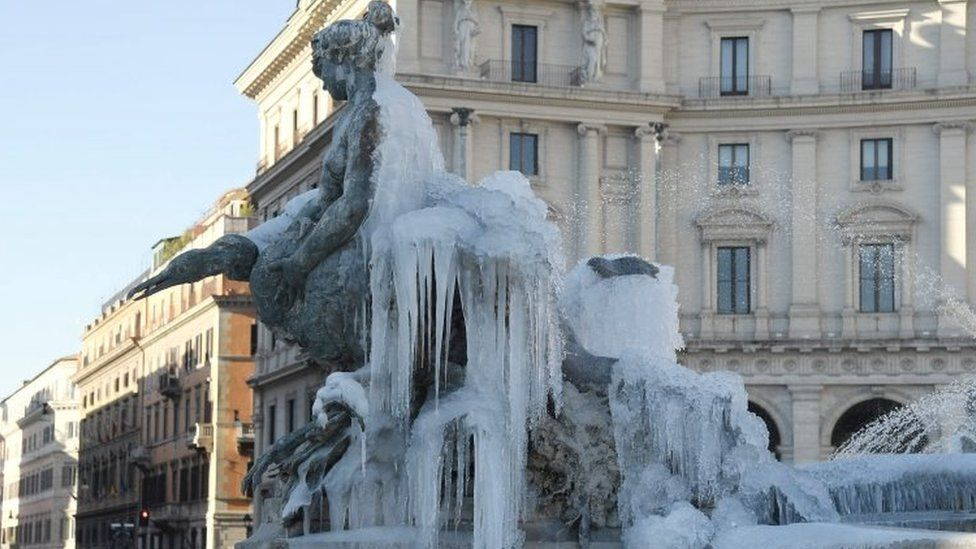 An icy fountain in Rome. Photo: 9 January 2017