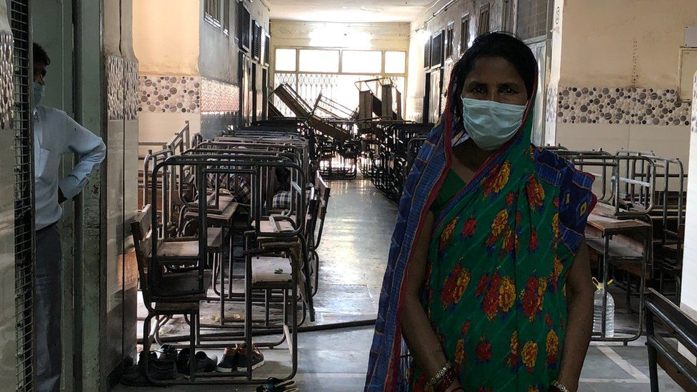 A woman at the Delhi government shelter for the migrants