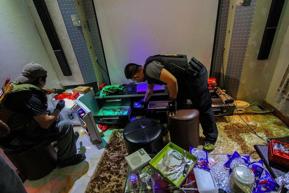 National Bureau of Investigation (NBI) operatives inspect the confiscated materials prohibited inside the New Bilibid Prison in Muntinlupa, south of Manila on 16 December 2014.