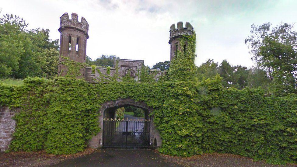 Guthrie Castle gates