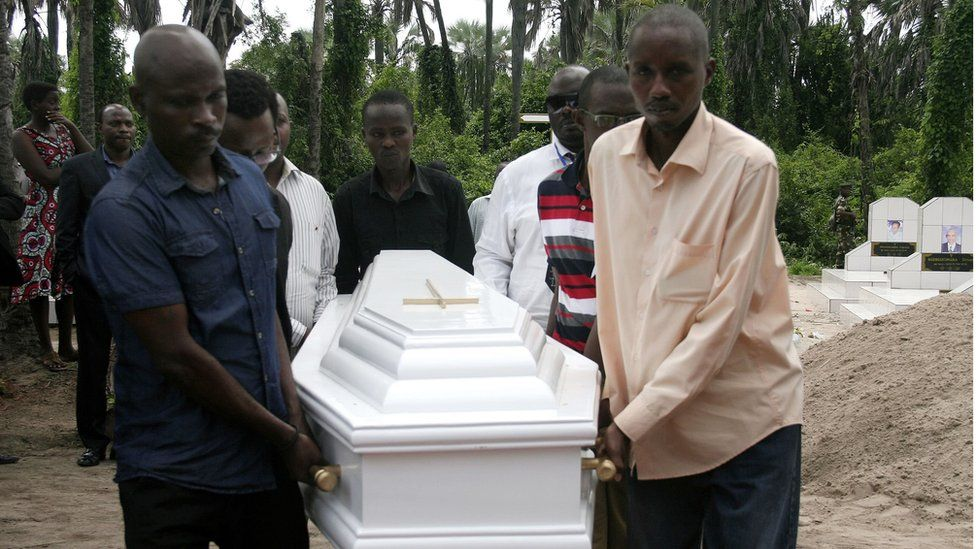 Pall-bearers carry the coffin of Welly Nzitonda, the son of human rights defender Pierre-Claver Mbonimpa, during a funeral ceremony in Bujumbura, Burundi (10 November 2015)