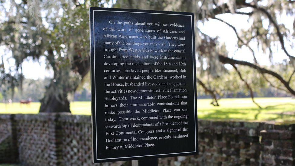 Cartel de bienvenida a la plantación Middlleton.