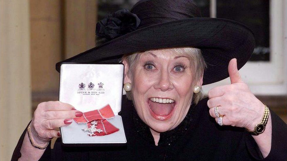 Coronation Street star Liz Dawn at Buckingham Palace Tuesday October 24, 2000 after she received an MBE from the Queen