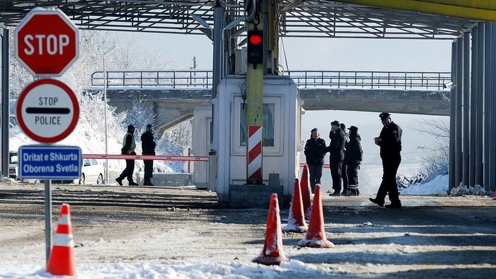 Kosovo and Serbian police stand at the Kosovo-Serbia border crossing of Merdare on December 10, 2012.