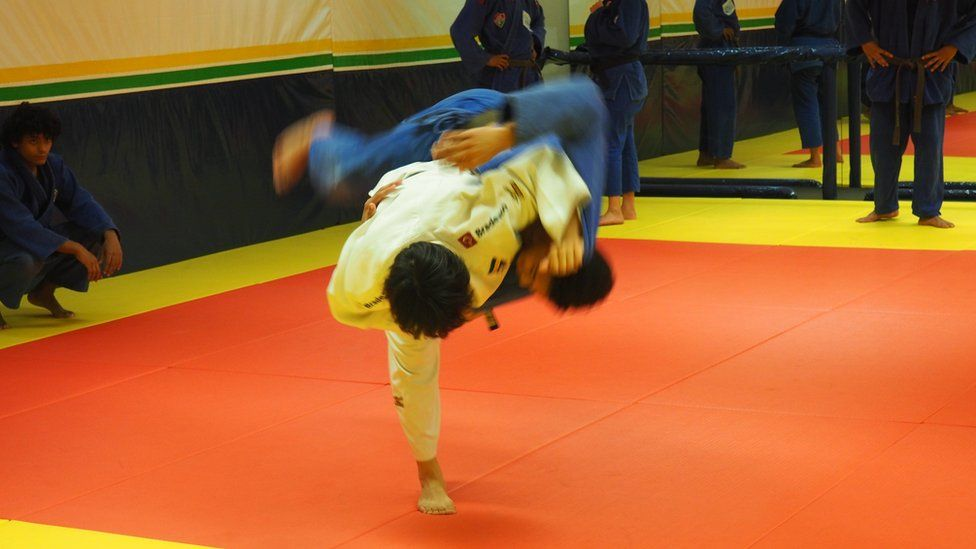 Yuko Fujii throws one of the members of her team onto the mat