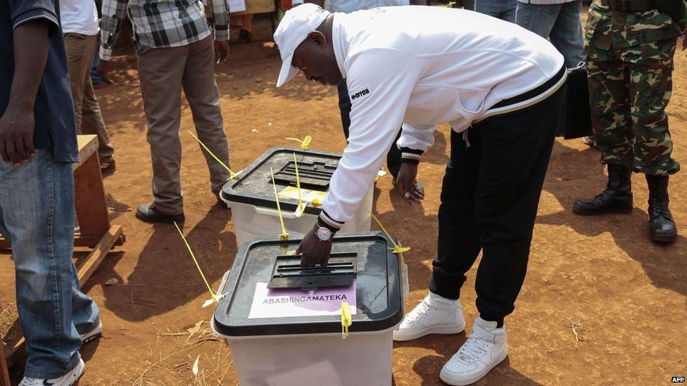 Burundi's President Pierre Nkurunziza casts his ballot at a polling station in Mwumba, Ngozi province, during the parliamentary and local elections on 29 June