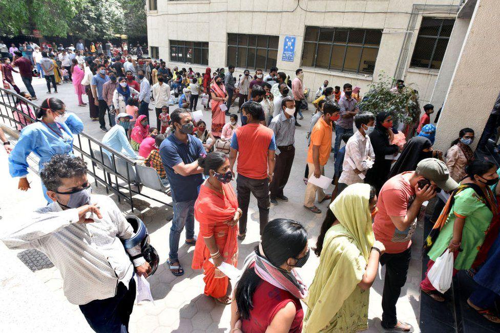 Covid: Delhi announces lockdown as India's cases surge thumbnail