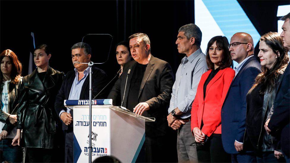Israeli Labour party leader Avi Gabby (C) speaks in Tel Aviv on 9 April 2019