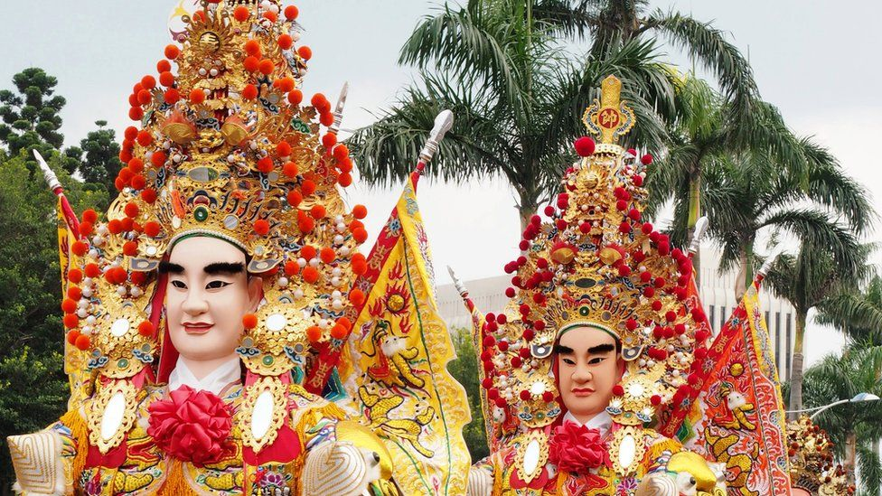 Taoist gods with huge headdresses