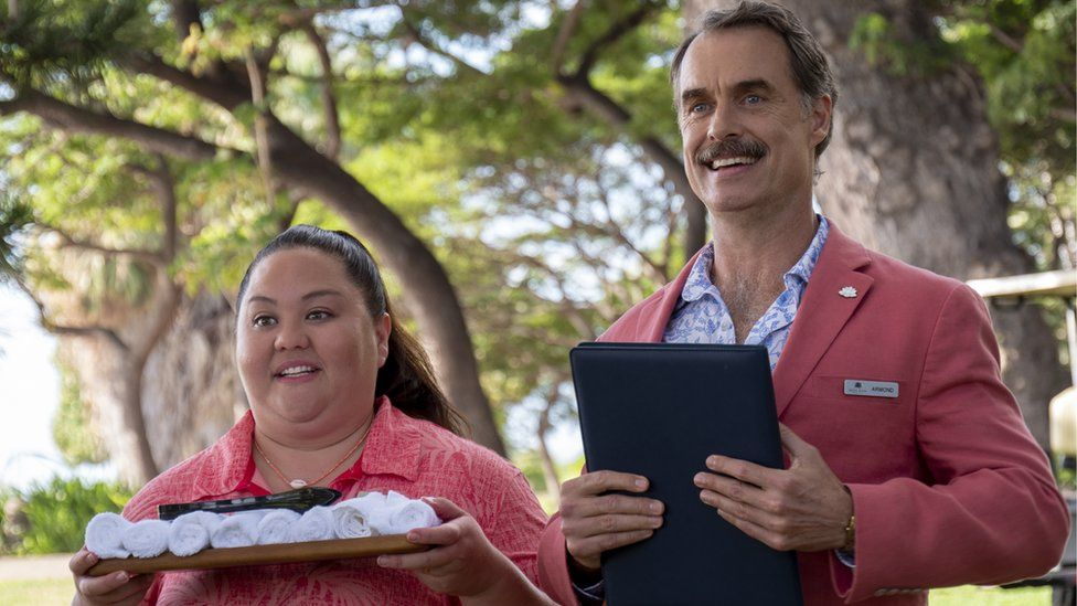Jolene Purdy as Lani and Murray Bartlett as Armond in The White Lotus