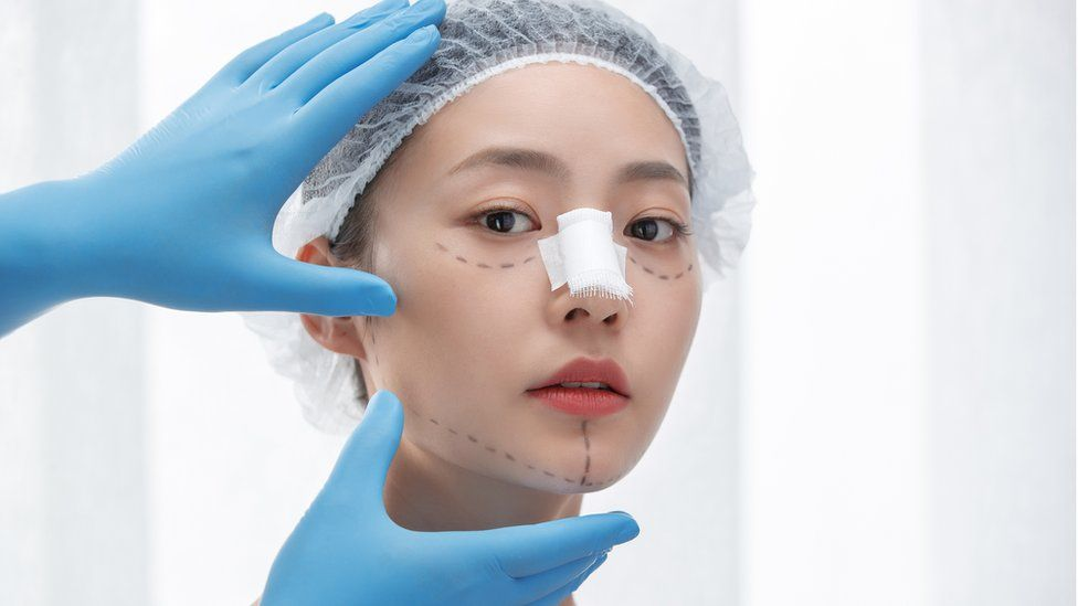 Plastic surgery booming in China despite the dangers thumbnail