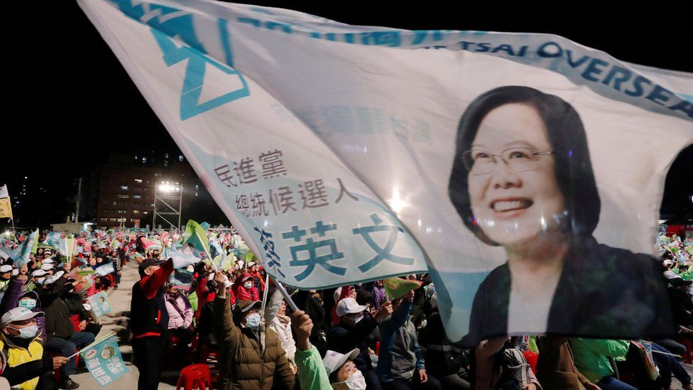 Tsai Ing-wen supporters on the campaign trail