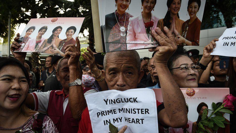 Pro-Yingluck demonstrators