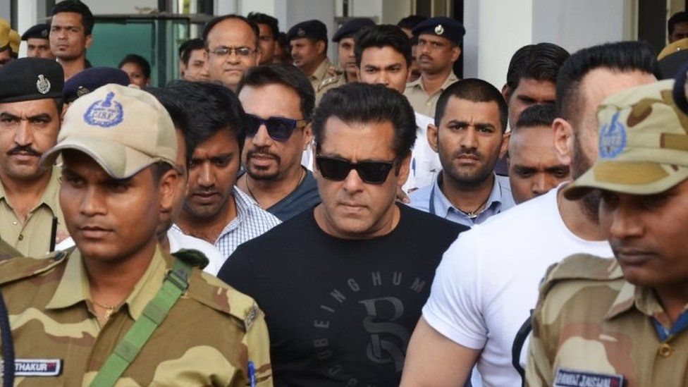 Indian Bollywood actor Salman Khan (C) arrives at the airport in Jodhpur on April 4, 2018 ahead of a verdict in the long-running blackbuck poaching case. Indian actor Salman Khan is accused of poaching the protected blackbuck species in the Jodhpur district of Rajasthan in September 1998, and the two-decade-long case has included co-defendants Sonali Bendre, Saif Ali Khan, Tabu, and Neelam Kothari.