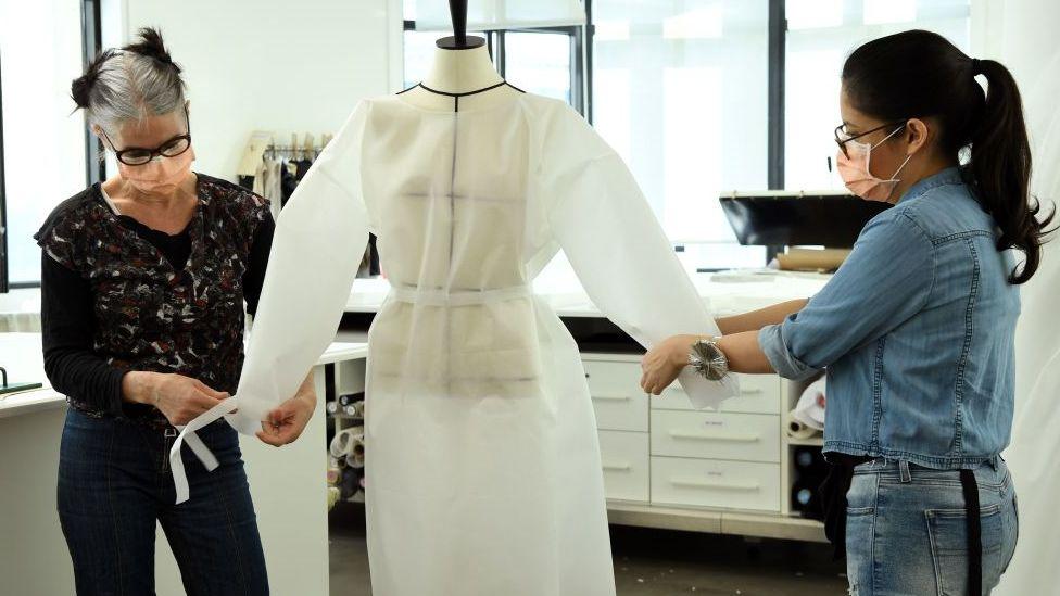 Швеи модного дома Louis Vuitton