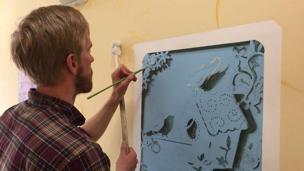 Michael O'Reily paints an image of a bird