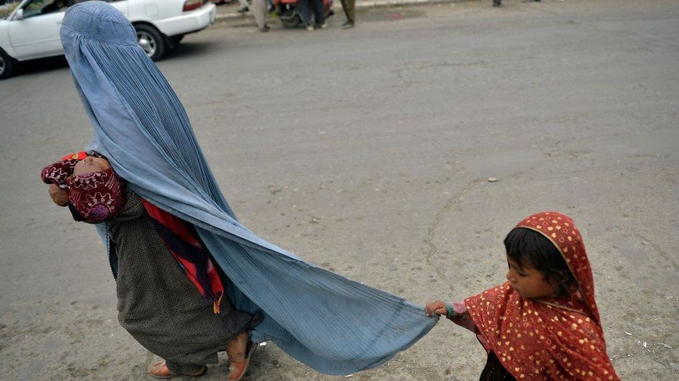 Lyse Doucet in Kabul: Afghans face uncertain fate thumbnail