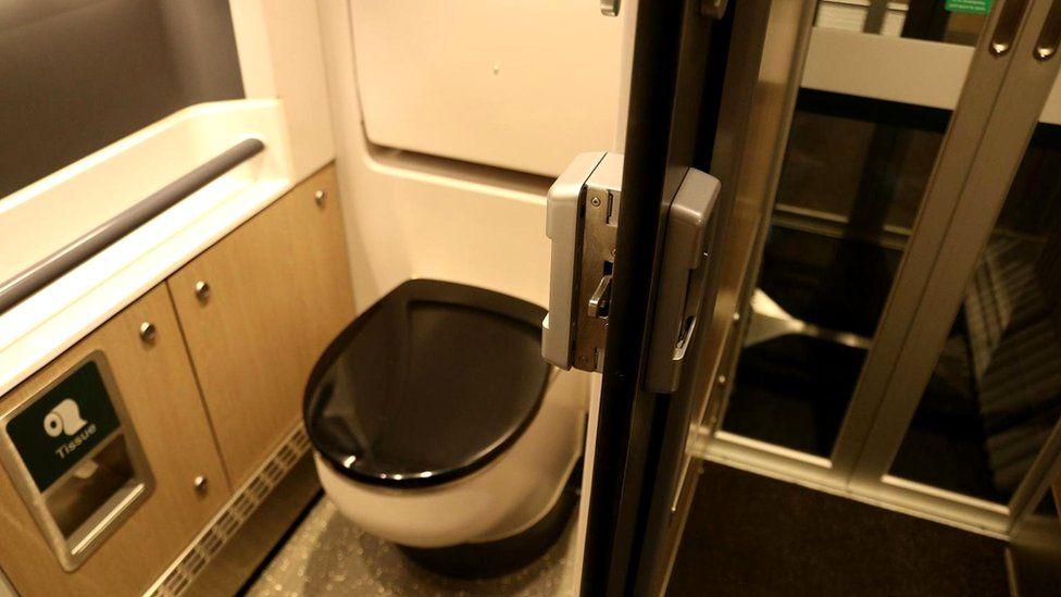 v-tualetah-poezda-skritaya-foto-udobniy-prosmotr