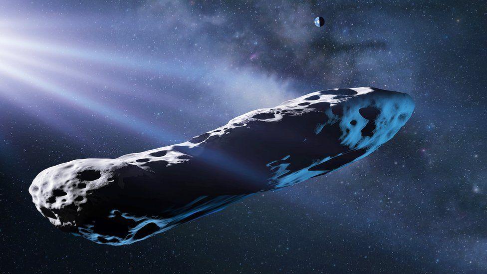 Gazdan kaçan bir kuyruklu yıldızın yapabileceği gibi sistemden ayrılırken, hızlanırken asıl sorun Oumuamua ' nın görünür bir kuyruklu yıldız kuyruğuna sahip olmamasıdır.