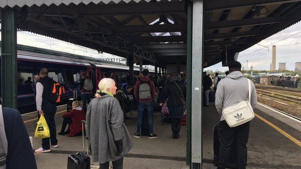 Travellers at Didcot Parkway