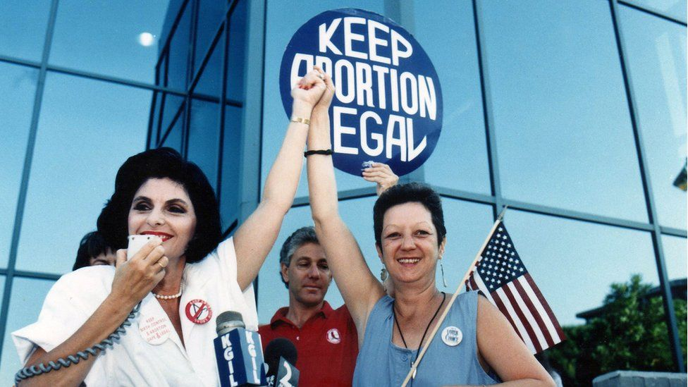 Attorney Gloria Allred and Norma McCorvey pictured in 1989