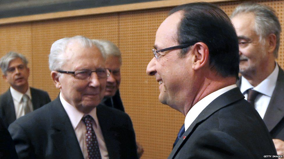 Jacques Delors (L) with Francois Hollande (file pic)
