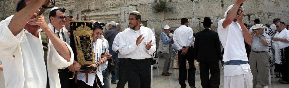 Jewish boy being bar mitzvahed (file photo)