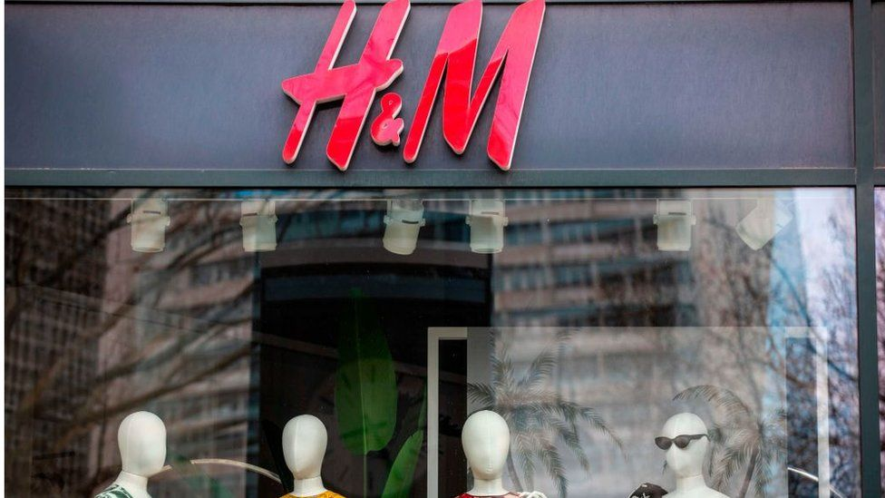 Major clothes retailer H&M has committed to paying in full for existing orders from clothing manufacturers.