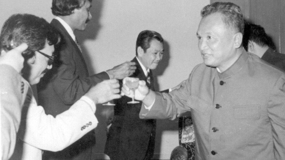 Nuon Chea toasts a delegation