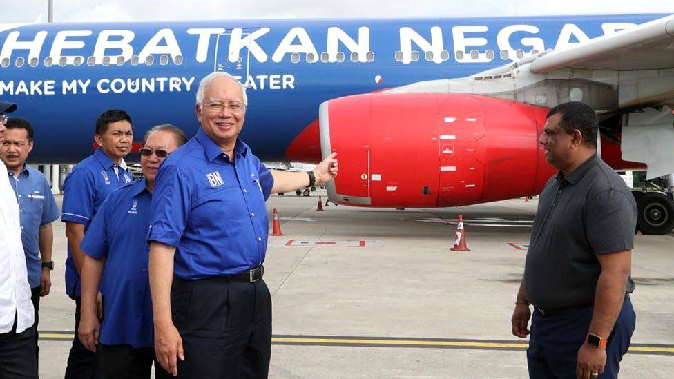 Najib Razak (middle) and Tony Fernandes (right) with AirAsia plane