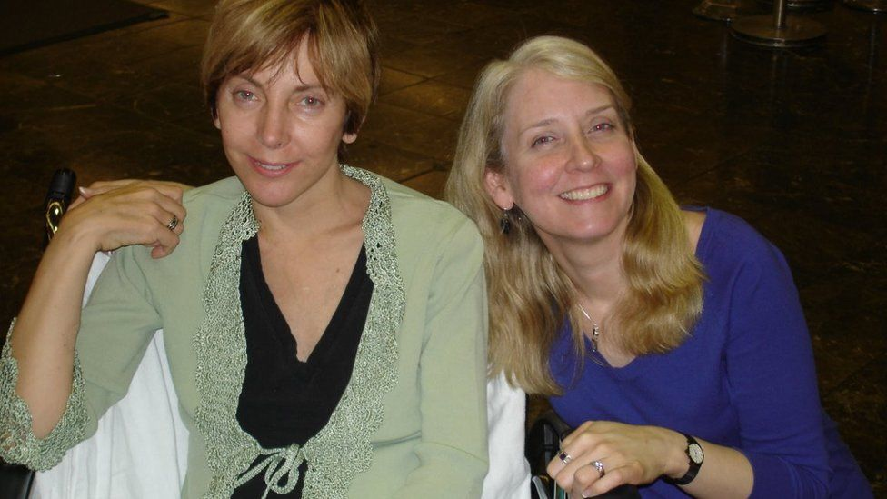 Sally Satel (left) with Virginia Postrel (right) after Satel's transplant in 2006