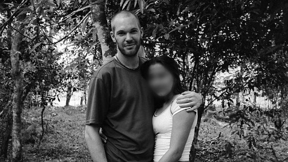 O fotógrafo que cobria conflitos armados e se apaixonou por uma 'assassina de delatores'