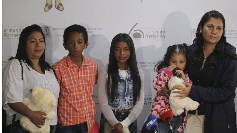 Colombian Jaqueline Vasquez Sanchez stands with her children, niece and long-lost sister Lorena Sanchez (L-R) at a news conference held after the two sisters, who were separated in 1985 during the Armero volcano tragedy, were reunited in Bogota, Colombia, February 25, 2016.