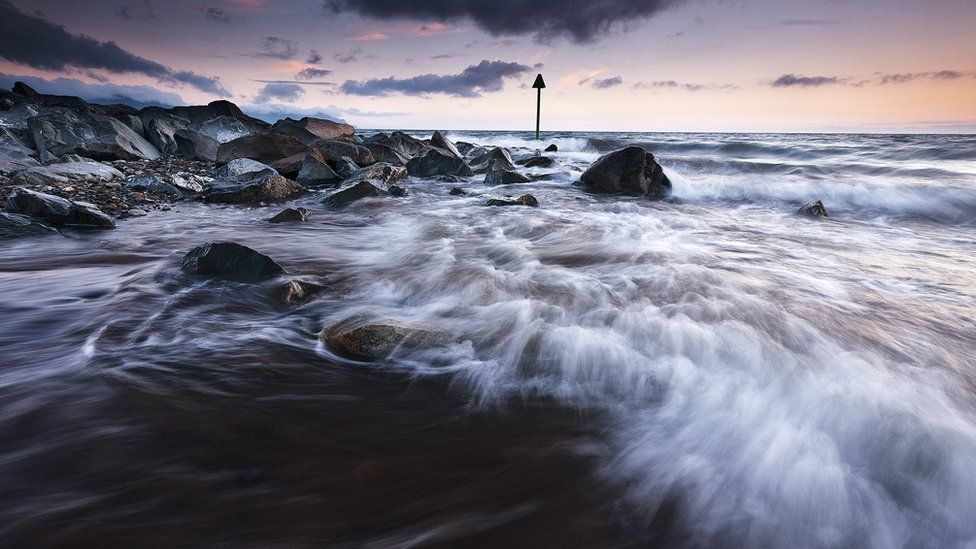 Machlud haul yn ninas Dinlle / Wild waves on Dinas Dinlle beach, Gwynedd