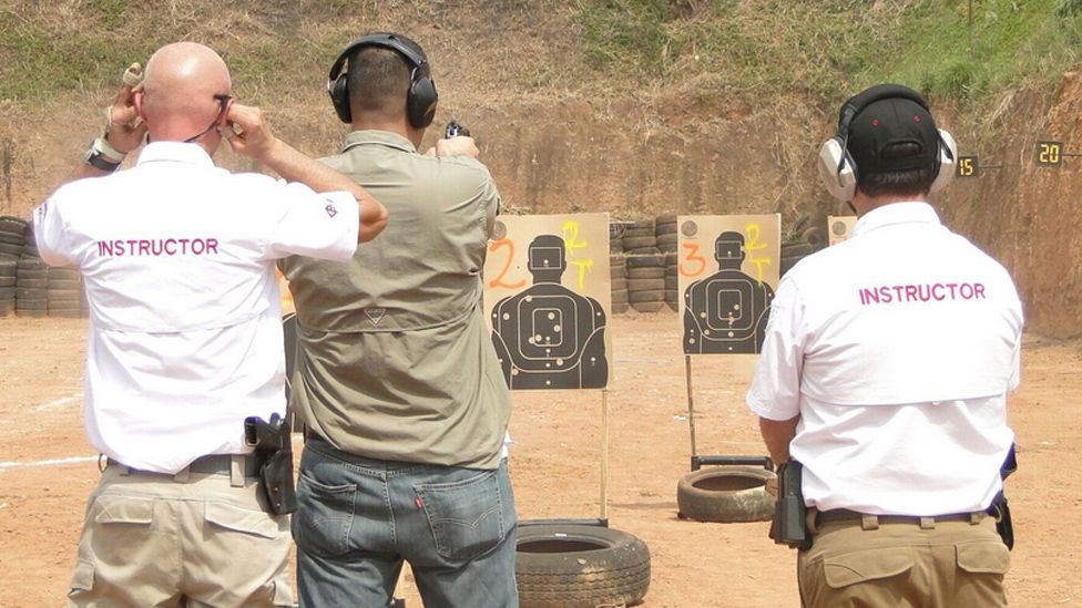 Decision Ejecutiva staff doing target practice
