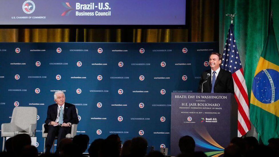 Bolsonaro nos EUA : primeiro dia em Washington tem declaração de amor a Paulo Guedes e críticas a Lula
