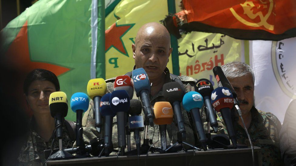 Talal Silo (C) spokesman for the Syrian Democratic Forces (SDF), speaks to reporters in the village of Hazima, Syria (6 June 2017)