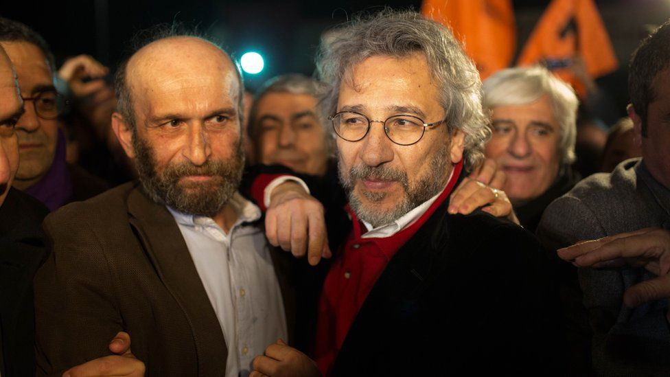 """Can Dundar (R), the opposition Cumhuriyet daily""""s editor-in-chief and Erdem Gul (L),Cumhuriyet daily""""s Ankara bureau chief talk to the press after being freed from Silivri prison in Istanbul on February 26,2016"""