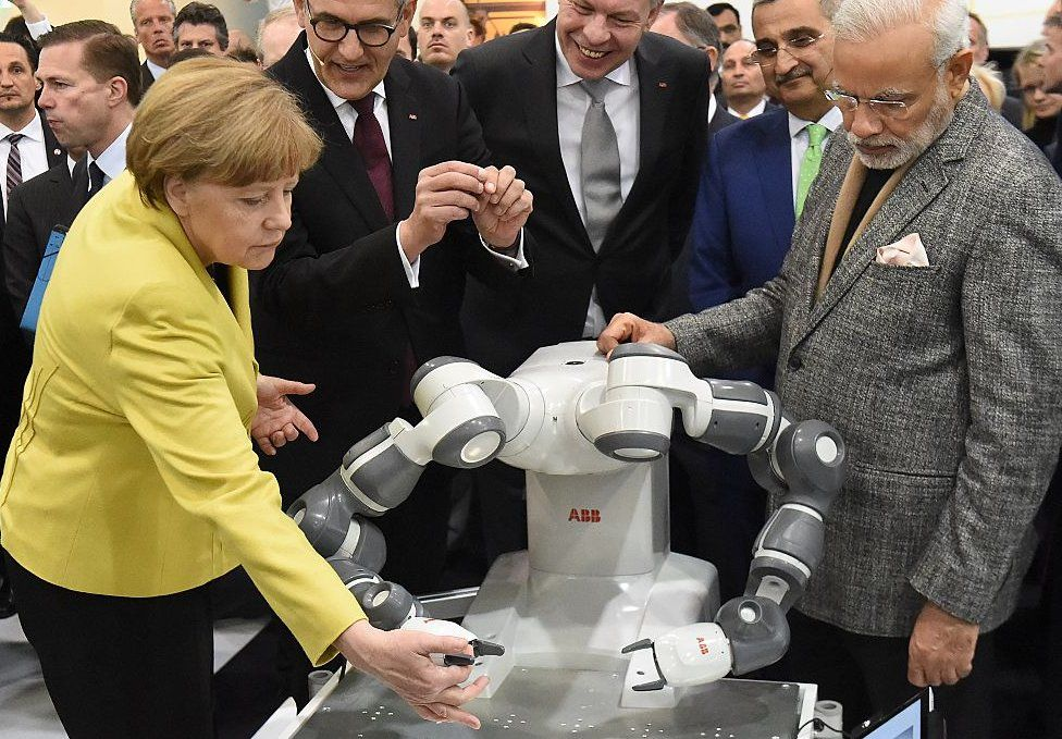 world leaders play with robots