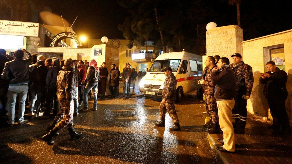Injured people ferried to hospital in Karak. 18 Dec 2016