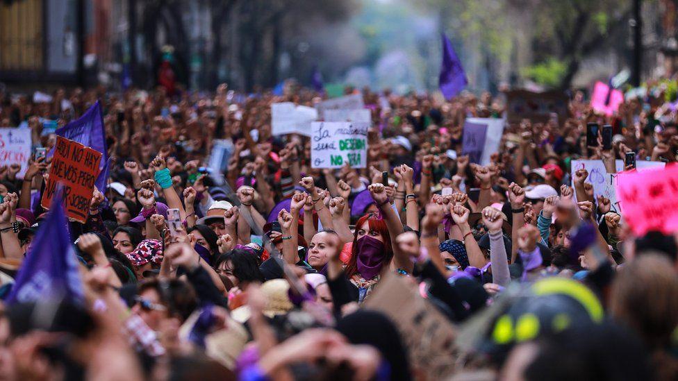 8 Mart Dünya Kadınlar Günü kutlamalarına katılan Meksikalı kadınlar