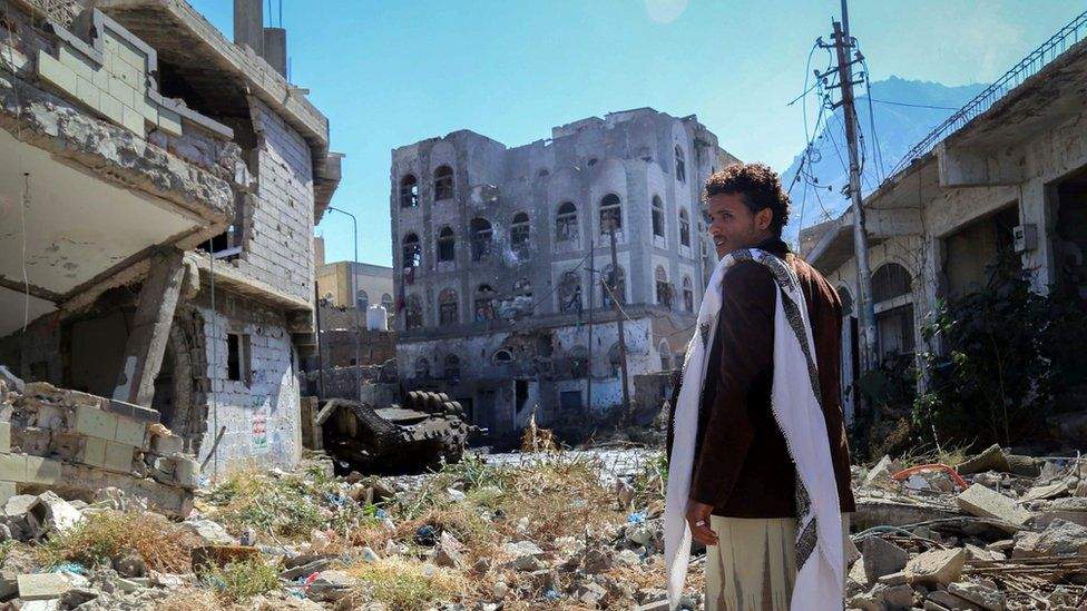A Yemeni man inspects the damage on a street on November 22, 2016 in the country's third city, Taiz