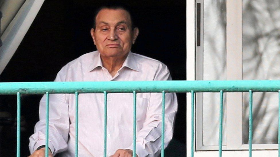 Ousted Egyptian president Hosni Mubarak looks towards his supporters outside the area where he is hospitalized during the celebrations of the 43rd anniversary of the 1973 Arab-Israeli war, at Maadi military hospital on the outskirts of Cairo on 6 October, 2016
