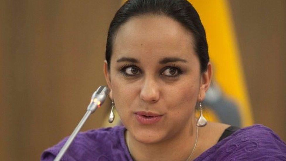 """Crisis en Ecuador: quién es Gabriela Rivadeneira, la destacada figura del """"correísmo"""" que pidió refugio a México"""
