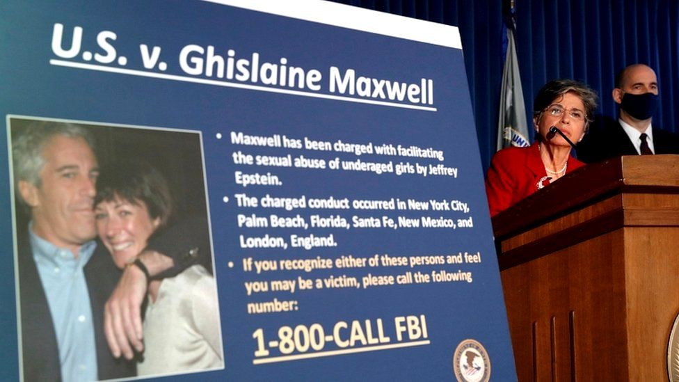 Подругу Эпштейна Гислейн Максвелл будут судить через год. Все это время она проведет в тюрьме _113371787_062437301-1