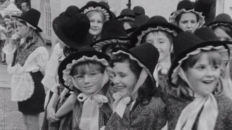 Girls at the Urdd in Llanelli in 1973