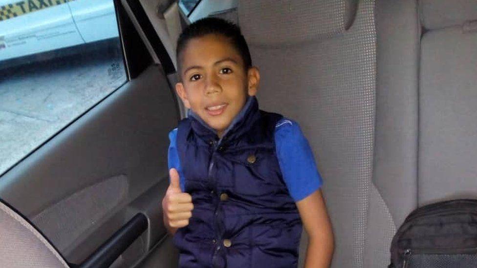 """Violencia en Venezuela: """"Dispararon 10 veces al carro y una bala mató a mi hijo"""", la muerte de Brayan, un niño de 9 años, víctima de la delincuencia"""