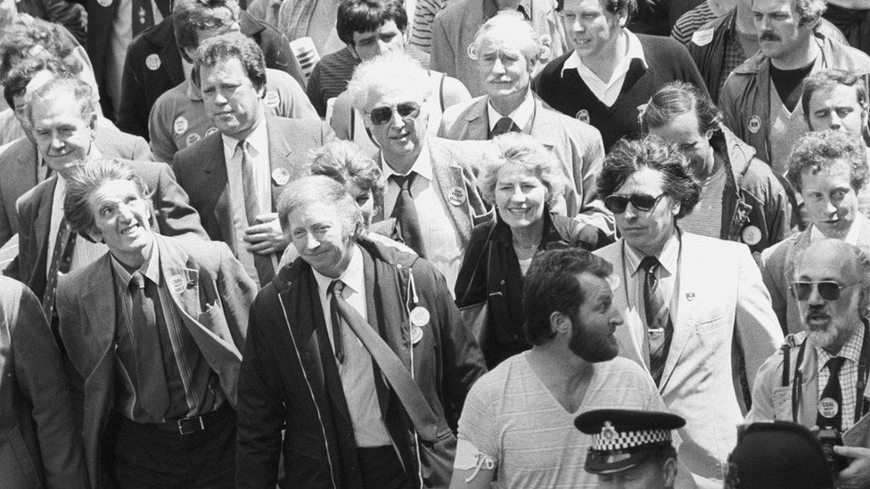 Dennis Skinner (l) marching with miners' president Arthur Scargill (second left), together with 8,000 miners marching to Parliament in 1984 to lobby MPs