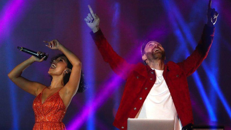 Raye performing with David Guetta last year